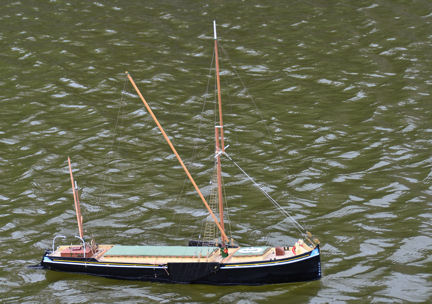 Dave's Sailing Barge under motor powerweb
