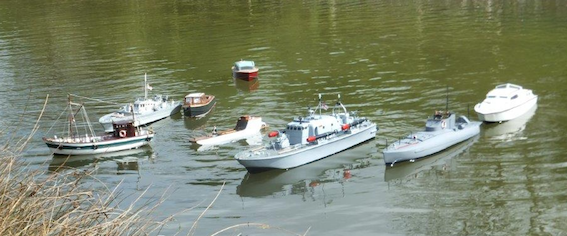 Model boats at the winding hole April 2017